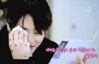 BTS ジョングクについて  「armyは無条件に幸せじゃないとダメ。分かった?」 といって涙を流している下の画像の動画はなんの動画ですか?どこで見れますか? ↓