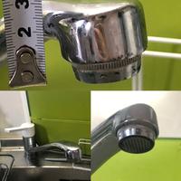 家庭用浄水器が取り付けられません。 (再度投稿します)  浄水器を購入して自宅で取り付けようと思っています。 実家で浄水器を取り付けた時と同じ要領で付けようとしましたが上手くいきま せん。 この蛇口は対応していないのでしょうか。  浄水器の型番:ナショナル TK8032  泡沫水栓内ネジタイプかと思いましたが、外れないようです。 浄水器に付いていたアタッチメントや別売りの...