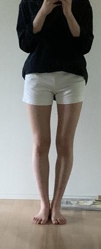 女子高生です。男性からしてこの足はどう思いますか?女性の方から見てもどう思うか教えて欲しいです。自分の足を客観的に見た意見が欲しかったので、、  ちなみに身長は166です