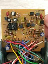 ギター エフェクターのオペアンプについて教えて下さい。 当方10年前にヤフオクにて、Ibanez の 「TS-9→808 4558D ツヤ有 換装」というエフェクターを購入し、ブースターとして使用しておりました。  最近MODと言われる物が多く、当方も気になり基板を見てみましたら、オペアンプがソケットで交換できる様になっており、交換して音の変化を楽しみたいと思いました。  何も知らないまま【...