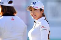 韓国人美女ゴルファーは皆さん巨乳ですが、豊胸施術しているんでしょうか?。