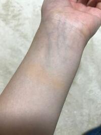 ファンデーションの色について。インテグレートのオークル20は、イエベの人用ですか?ブルベの人用ですか?手首に塗ってみたのですが浮いて見えます。自分の肌の種類がわからないので教えていただきたいです。ま...