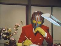 大喜利です。 ロボット刑事は何をしているんでしょうか?  エロ・グロと同回答は却下しますよ。
