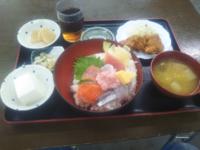 みなさんお昼ご飯何でした?…僕は「海鮮丼と唐揚げ定食」780円でした 美味しかったです♥。