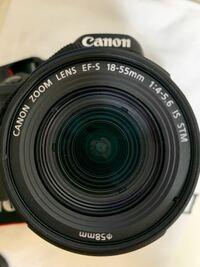 カメラ初心者です。 このレンズのF値を教えて下さい。 あと、このレンズの商品ページを教えて下さい 探しても出てこなかったです。  Canon EOS 9000Dのキットレンズです