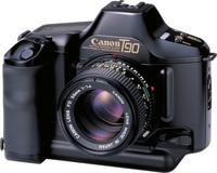 このカメラのデザイナーが手掛けた自動車にはどんなものがありますか?