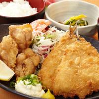 こんにちは 皆さんは 鶏の唐揚げとアジフライ どちらが好きですか??
