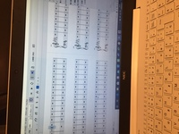 ミューズスコアでこのように楽譜のページが増えた時、次のページにめくれるキーとかはありますか? めくりづらくて困っています!