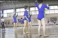 群馬の方。中学女子体育でレオタード着たようですね。 ダンスの授業のようです。ユーチューブでもレオタード体育で出てきます。 実際にレオタードでの体育授業された方、どうでしたか? 素足で生足で身体に張り...