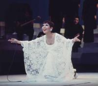 中森明菜さん 越路吹雪さんの ♪ラスト・ダンスは私に を歌っていますが、  中森明菜さんは越路吹雪さんが 好きなのでしょうか?