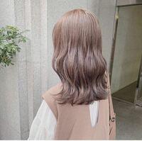 飲食店のアルバイトでこのような髪色はアウトでしょうか?(回転寿司チェーン店)