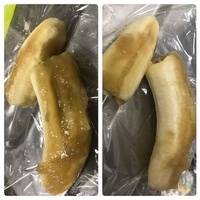 バナナについて質問です  画像のバナナは腐った状態ですか?  匂いはバナナの匂いです  皮を剥こうとしたら、汁が出ていました  半透明なところ以外は多少柔らかいバナナです  購入し てから4日たって...