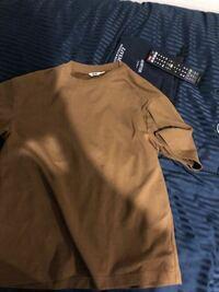 服装自由のインターンのスーツの割合ってどれくらいですか?着ていける服が下のような服しかないんですけど、これ着るくらいならスーツの方がいいですか?