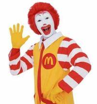 ドナルド・マクドナルドって何故消えたんですか? 昔はCM出てましたし、マックの前にドナルドの人形とか飾ってましたけど今は全然見なくなりました。