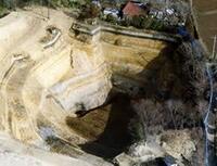 徳川埋蔵金ってあるの?  昔テレビで、 赤城山を掘ってると謎の穴が見つかったり、 どう見ても人工的な穴が発見されてますが、 気になるなー。