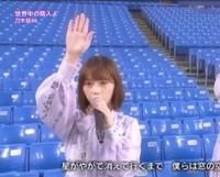 昨日のシブヤノオトの番組で乃木坂が神宮球場で世界中の隣人よを歌ってましたが、この写真の子は誰だかわかりますか?  卒業した西野七瀬ちゃんに似てるようにも感じてますが、違うと思うので 。  与田祐希ちゃ...