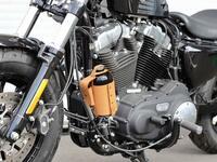 バイクのガソリン携行缶について質問です。  携行においての注意点として直射日光が当たるのはNGと記載がありますが、携行缶ホルダーをバイクに付けて携行しているライダーさん多いですよね。 あれって直射日光...