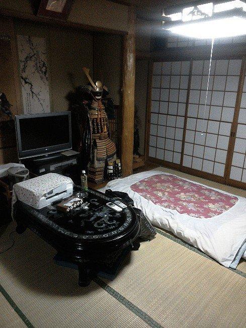 このホテルの部屋はどう思いますか? 一人で宿泊出来ますか?