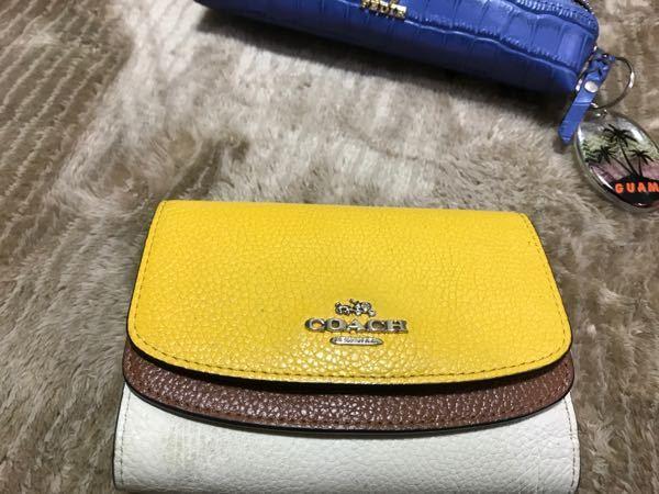 この財布は何円くらいでしょうか。 すぐにベストアンサーにします。