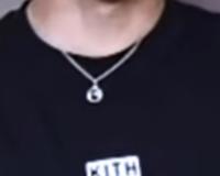 このネックレスどこブランドかわかる方教えていただきたいです 画質が悪くてすみません