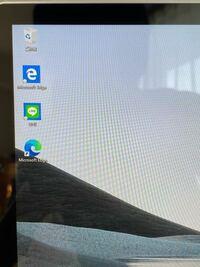 Microsoft Edgeのアイコンが2つ表示されているのですが、どっちかを消しても問題ないのでしょうか、ゴミ箱の下にある方が初めから装備されていたものです。