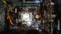 BTOデスクトップPCの、メモリ増設や、SSD増設などを、しようと思って、中のマザーボードの型番(?)を見て調べたんですが、マザーボードH81M-S03の詳細が分かりません。 画像はCPUクーラーを外したものです。