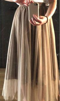 このフレアスカートにあうトップスってどんなのですか?