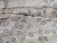 このミシン縫いですが、どうやったのでしょうか? 表から見るとポツポツとしか縫い目が見えなくて和裁のくけ縫いになっており、 裏はそれより目が少し小さいミシンの普通の縫い目になっています。