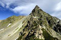 北アルプスと南アルプスでは南アルプスが可哀そうですよね。  北は上高地が登山口の穂高・槍ヶ岳・立山・剱岳らがあります。  南は赤石岳と北岳だけです。 登山者は北アルプスに行ってしまいますよね。  ・...