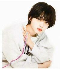 元欅坂46の平手友梨奈さんのこの写真はどの雑誌に掲載されているものでしょうか? ①何年のいつのものか ②雑誌名を教えてください