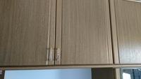 〜建具へのワックス掛け〜  ポリ合板の建具に、余ったフローリング用ワックスを塗布しようか、思案しています。 日焼け変色など耐久性向上を狙って、ワックスやニスを塗布する事は、皆様され ますか?
