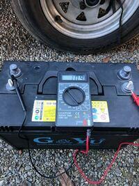 ディープサイクルバッテリー(サイクルバッテリー)について。 バスボートエレキ用にて36V 12V×3個使用していて先日何か出力が弱くなったなと思い、オンボードにて充電していたら真ん中の一個だけ中々充電が完了...