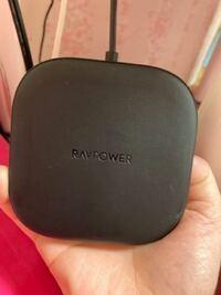 最近、携帯(iPhone)を変えたんですが、 その時、一緒に購入したRAVPOWERという置型?の充電器の調子が悪いです。 今までは差し込むタイプの充電器以外は使用した経験が無く、今回が初めての置型をタイプ使用して...
