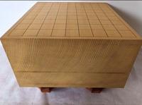 こちらの将棋盤の材質を教えて欲しいです!!