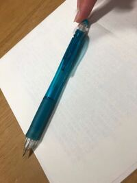 このシャーペンの商品名って分かりますか?0.5のやつがこの写真のやつなのですが、0.3が欲しくて...。pentelとクリップの部分に消えかかって印刷されており、商品名は消えてしまってます。よろしくお願いします。