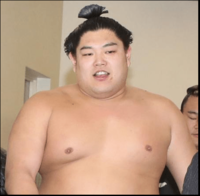 大相撲のおはなし。阿炎(写真)はなぜ妻がいるのにキャバクラ通いしたのでしょう。師匠は厳しいのに・・・今後どうやって阿炎を更生させればいいのでしょう。教えてください。