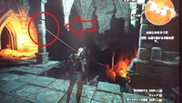 PS4のウィッチャー3でDLC「血塗られた美酒」の中のサイドクエスト「未知と向き合う時」で、画像のような場所があるのですが、赤丸で示したロープを伝って下に降りたり出来るのでしょうか? 何回も色々な方法を試...