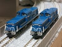 列車、電車について質問です  どうして運転士は二人いないのですか? 旅客機は機長、副操縦士二人いますよね 旅客機のように二人いれアクシデントに対応できるとおもうのですが?