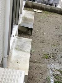 掃き出し窓にある庭に出る為の、コンクリート塊の呼び名を教えて下さい。 宜しくお願いします。
