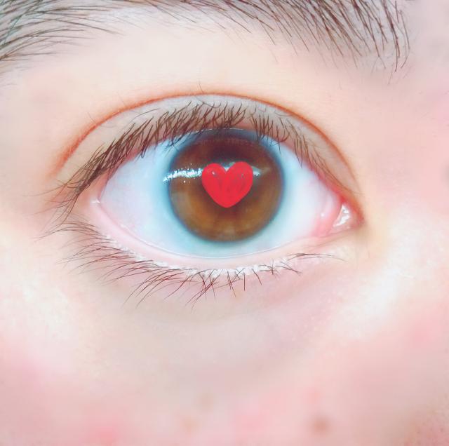 バリバリの三白眼ですよね…? よく目付きこわっ。怒ってんの?と言われます。 たぶん写真は斜めっ...