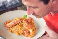 食べ物を食べる前に、においは嗅ぎますか?その他、あなたが食べ物を食べる前にすることを教えて下さい。
