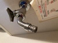 洗濯機の水栓について 最近引っ越しをして、洗濯機を購入しました。 下の写真のような水栓が洗濯機用にあるのですが、この水栓の場合ニップルは必要でしょうか? 洗濯機はまだ届いていません 。
