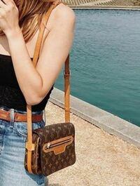 このルイヴィトンのバッグの名前を教えてください 廃盤ですか?
