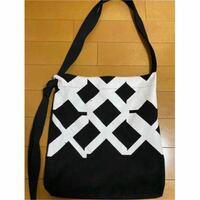 """SixTONES Rough """"xxxxxx""""のグッズのバッグと同じ大きさ・形のバッグでオススメはありませんか? もしくはこの形の名称(?)を教えてほしいです、調べ方が分からないので…"""