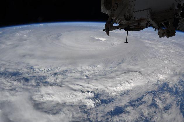 地球温暖化によって台風が巨大化しやすいみたいですが、このまま地球温暖化が進んでいくに連れて脅威が大きくなるのは怖いですね。。。 https://gendai.ismedia.jp/article...