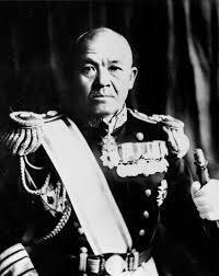 南雲忠一中将は愚将だったのか。  真珠湾攻撃では戦艦5隻撃沈し、飛行場に並べてあった飛行機に機銃照射した。 帰還パイロットから燃料タンクが無傷であり、第二次攻撃を要請されたが攻撃せずに引き上げた。  後に判明したが米軍の艦船の燃料はハワイに備蓄されており、約1年分以上がハワイに集約されていた。  それを失えば1年は艦船は身動き出来なくなった。   そしてミッドウェー海戦 ...