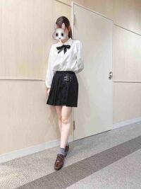 量産型系統の服を好んできるのですが、フリフリのブラウスに可愛らしいスカートをはくと、どうしても子どもっぽくなってしまうんです(><) 身長も150cmと低く、小柄だねとよく言われます。。 どうしたら子ど...