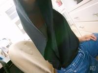 この服好きで結構きていたんですけど下着見えてヤバいですか?私服高校です。部室で撮ったので汚くてすみません(;>_<;)