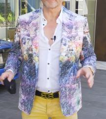 この画像のジャケットのブランドをご存知の方いますでしょうか。 Producer Michel こちらの動画です https://www.youtube.com/watch?v=tg1K48q...
