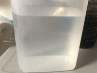 電気ケトルでカルキをとばして覚冷ました水道水に、時々画像のような黒い粒が混ざっているのですが、これは飲んでも大丈夫なものなのでしょうか?